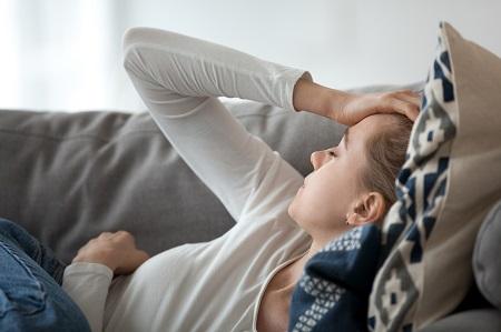 COVID tünet? Fizikai és pszichés oka is van most az alvászavaroknak