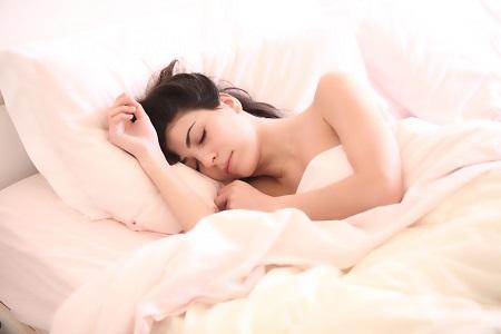 A nyugtalan láb szindróma és az alvászavar kezelhető.